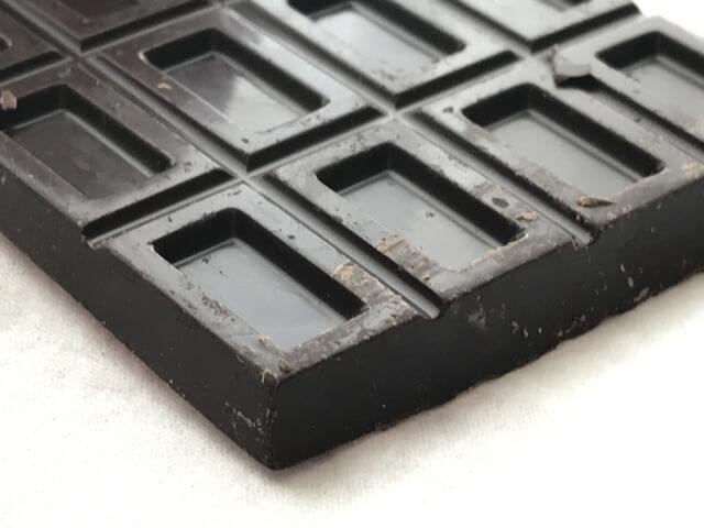 ブラックチョコレートのイメージ画像