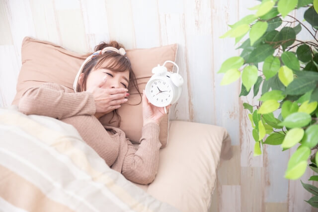 寝不足な女性のイメージ画像