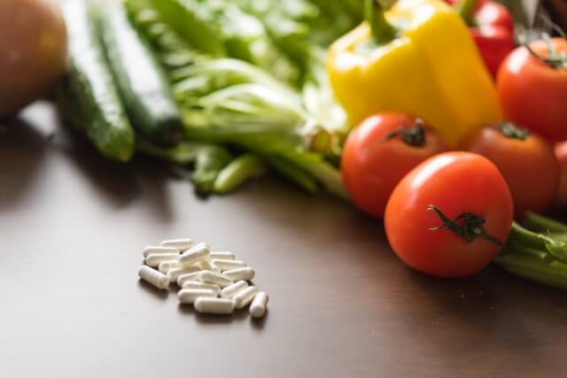 野菜とサプリのイメージ画像